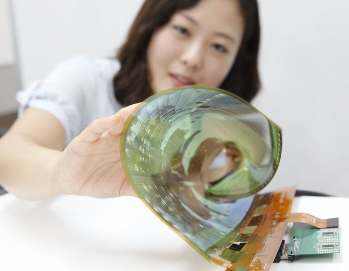 LG Introduces 18-Inch Flexible Transparent OLED Display